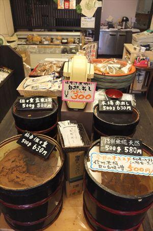 次郎長屋静岡店味噌樽